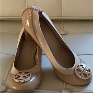 Nude Tory Burch wedges